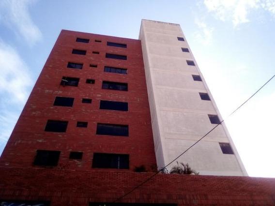 Apartamento En Venta En El Centro Rahco