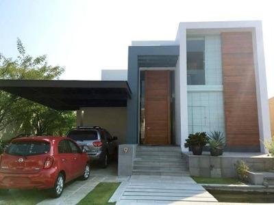 Casa En Venta En Fraccionamiento Altozano