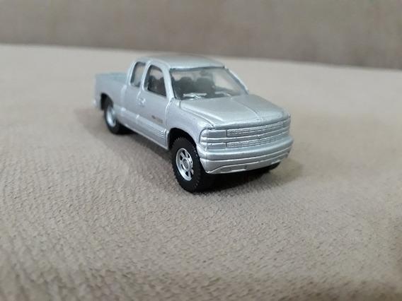 Miniatura Carrinho Pick Up Gm Chevy Silverado 1500 Maisto