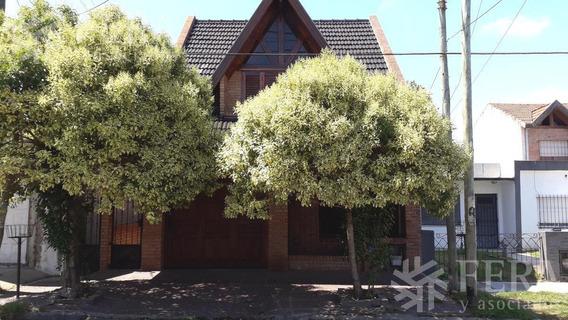 Venta De Casa De 4 Ambientes Con Cochera Cubierta En Quilmes Oeste (26163)