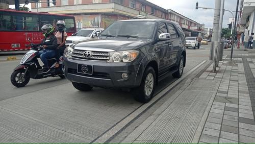 Toyota Fortuner 2011 2.7l 4x2