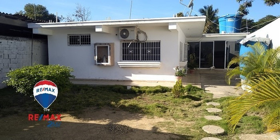 Casa Amplia Y Segura Con Anexo Independiente, Cerca De Playa
