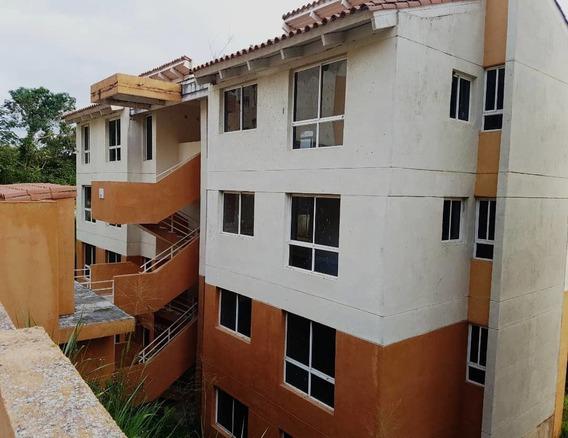 Edificio De 1 O 2 Apartamentos Por Piso Y 4 Pisos.