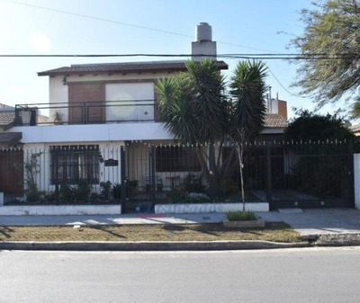 Casa En Dos Niveles, Playroom Arriba, Departamento Lateral