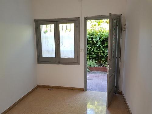 Apartamento De 1 Dormitorio C/patio En Solís Y 33
