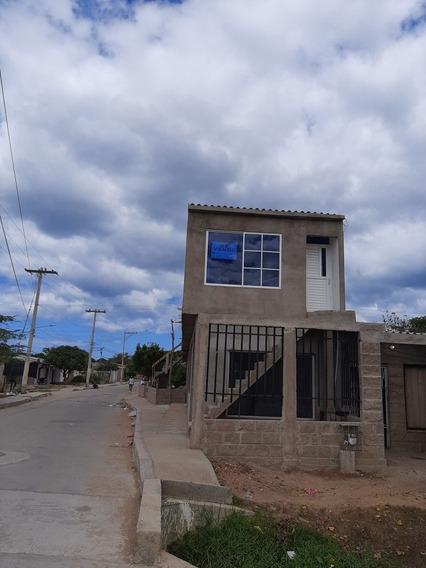 Inmueble De 2 Pisos, 1 Apartestudio, 1 Habitación, 3 Locales