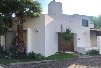 Casa En Venta En Fracc. Cerrado / Cholula