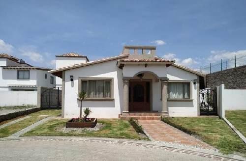 Casa En Venta De Una Planta En Fracc. Condado Del Valle En Metepec, Estado De México