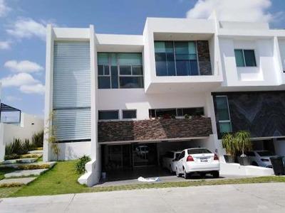 Hermosa Residencia De Lujo En Puerta Las Lomas, Zapopan Con Cuatro Habitaciones