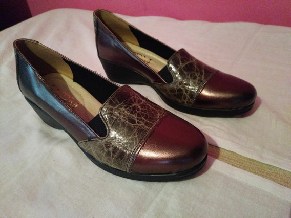 Zapatos De Mujer Hechos De Cuero.