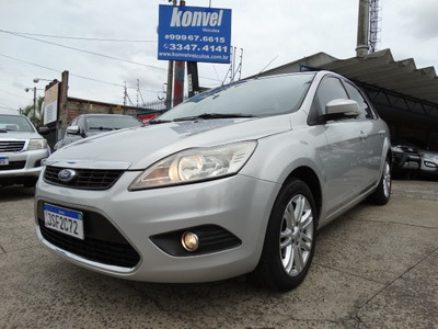 Ford Focus Sedan Ghia Com Teto Solar!! Financiamos 100%!!