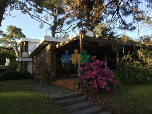 Casa En Pinares 4 Dormitorios Con Parrillero Y Garage- Ref: 1619