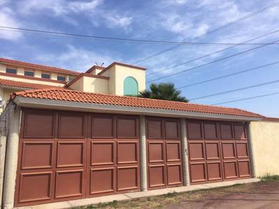 Casa De 3 Recámaras , 3 Baños , Sala, Comedor, Cocina, Ofici