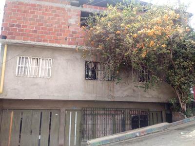 Casa De 3 Pisos Con Hospedaje Rentable En El Segundo Piso