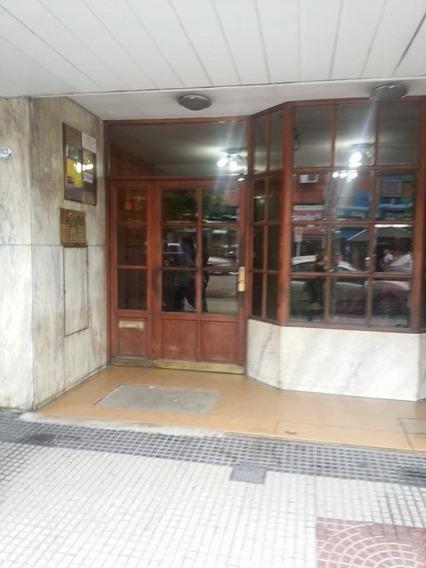 Venta De Oficina Amoblada En Edificio Rodriguez Y Flores.