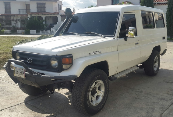 Toyota Long Van 4.5 Color Blanco 4x4 (machito Chasis Largo)