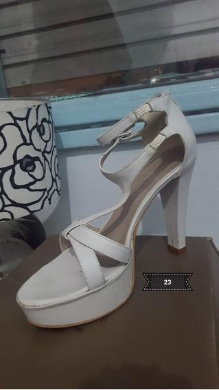 Zapato Blanco Con Dos Pulceras