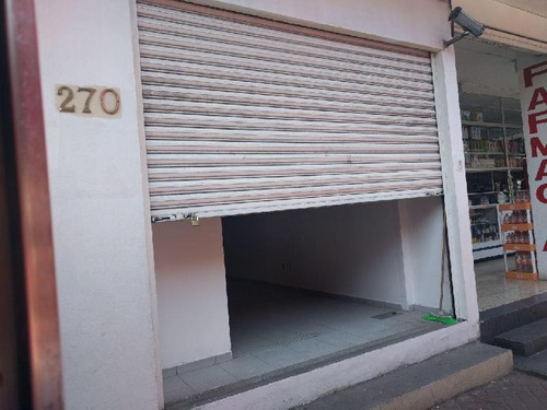 Imagen 1 de 11 de Local Comercial En Renta, Avenida Santa Ana, Coyoacan, Local Ubicado En Pequeña Isla De Locales, 130