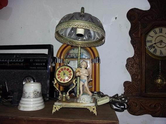 Bela Luminária De Mesa Com Estrutura Em Bronze