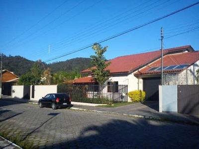 Casa Com Piscina Em Itajai/sc - 1300c