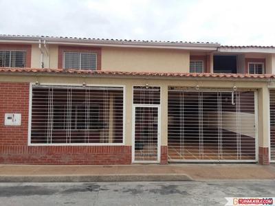Hermoso Townhouse En La Prolongacion De La Av. Aragua