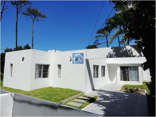 Impecable Casa Minimalista, Moderna, A Pocas Cuadras De La Playa Mansa. - Ref: 777