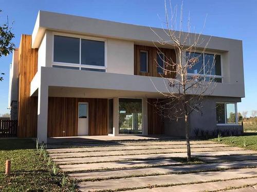 Venta Alquiler Casa 7 Ambientes El Yacht Nordelta Con Costa Al Agua