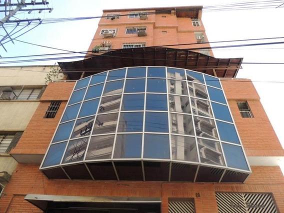 Apartamento En Venta Zona Centro Maracay/ 19-14719 Wjo
