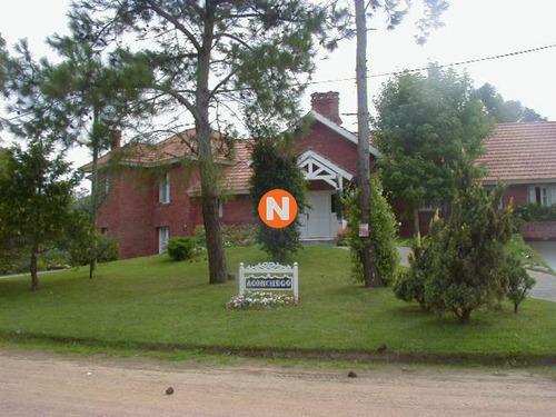 Casa En Venta, Golf, Punta Del Este, 5 Dormitorios.- Ref: 205482