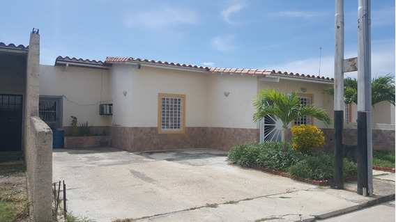 Casa En Venta En Carabobo/c.alianza Reinaldo Machuca 20-2375