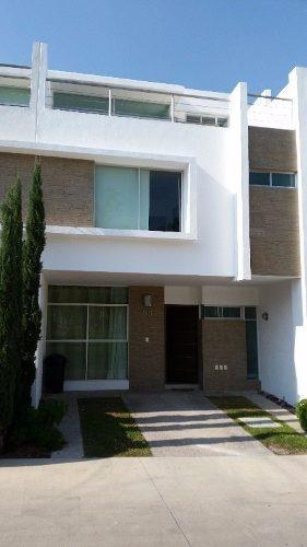 Casa En Venta De 4 Habitaciones, En Coto, Fraccionamiento Natura Bosque Residencial, Zapopan.