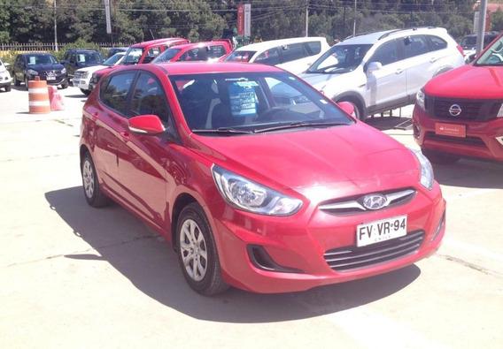 Hyundai Accent / 2013 / Rojo / En Buen Estado