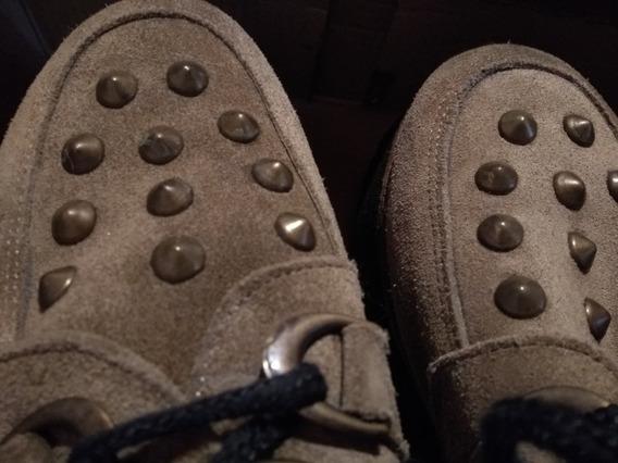Zapatos Beige Con Tachas. Marca Heben