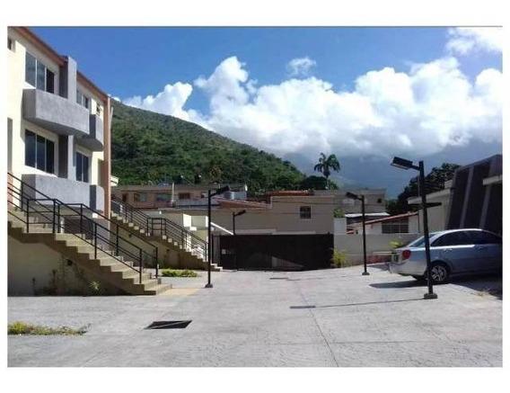 Townhouse El Castaño / Ovidio Gonzalez / 04163418694