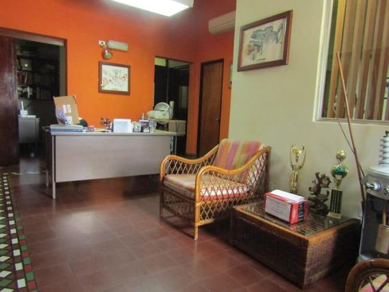 Casa En Venta En Pueblo Nuevo #19-2685hel**