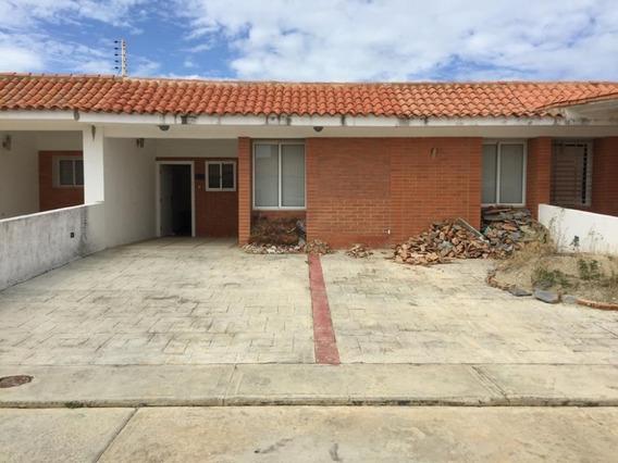 Bonito, Fresco Y Acogedor Town House Exclusivo Tucacas, 150