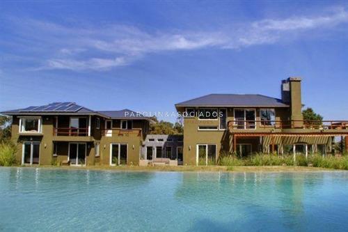 La Barra, 6 Dormitorios, Toilette, 4 Baños, Dependencia Doble, Garaje Para 4 Autos.- Ref: 3160
