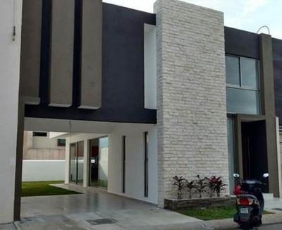Casa Con Amplio Jardín En Lomas Residencial En La Rivera Veracruzana