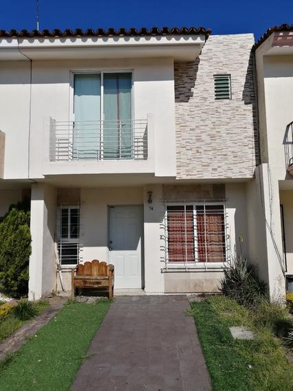 Casa Con 4 Recamaras, 3 Baños Completos, 2 Estacionamientos.