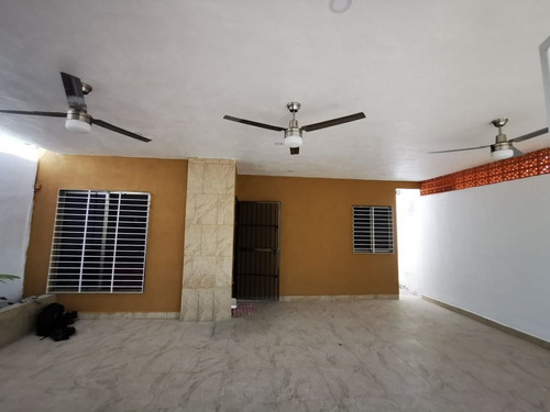 Imagen 1 de 18 de Excelente Casa Ubicada En Francisco De Montejo