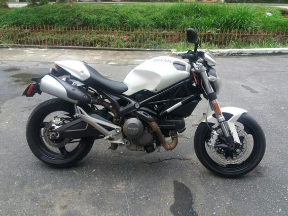 Ducati Monster 696 Branca 2010