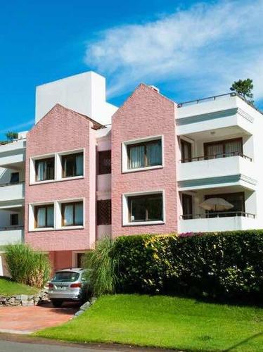 Apartamento De 3 Dormitorios En Venta-  Punta Del Este