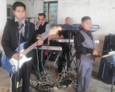 Show De Teclados Y Grupo Musical Freddys