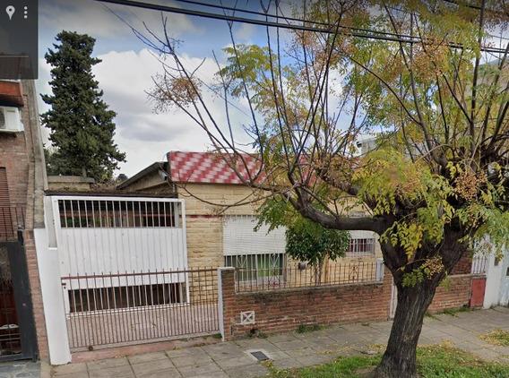 Casa De 6 Ambientes + 1 Baño Y 1 Lavadero/galpon.-