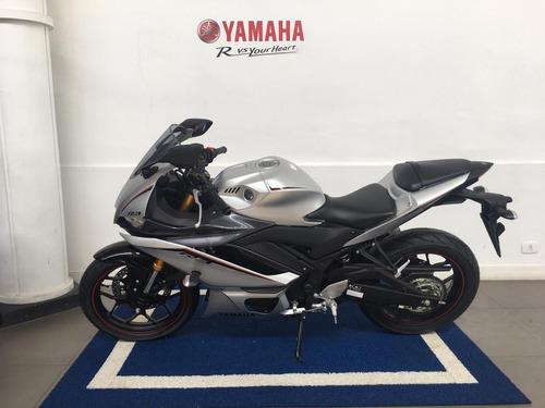 Imagem 1 de 4 de Yamaha Yzf R3 Prata 2022