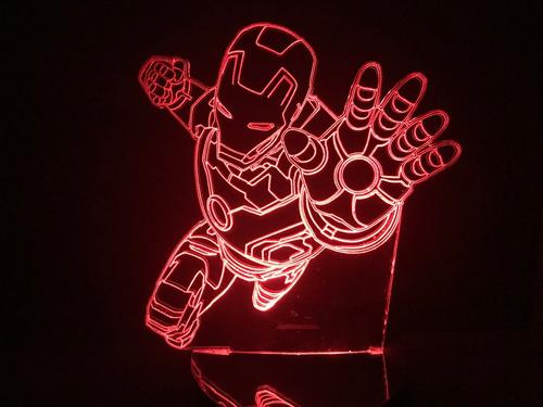 Imagem 1 de 2 de Luminária Led 3d Homem De Ferro Voando Vingadores Iron Man