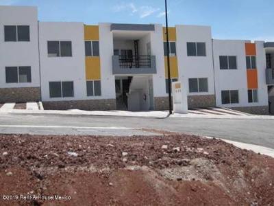 Departamento En Venta En Santa Rosa De Jauregui, Queretaro, Rah-mx-19-1242