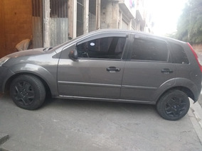Vende-se Ford Fiesta 8.500,00