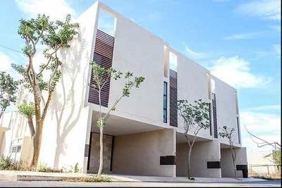 Town House En Venta, Zona City Center, Al Norte De La Cd. De Mérida