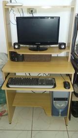 Computador E Mesa Tudo Da Foto